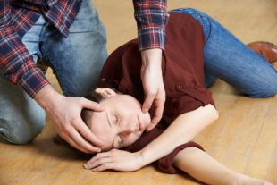 Как оказать первую помощь при судорожном припадке