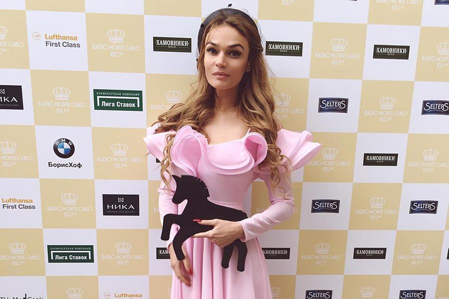 Платье задом наперёд - новый тренд от Алёны Водонаевой