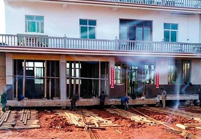 Китайцу удалось передвинуть свой дом на 40 метров