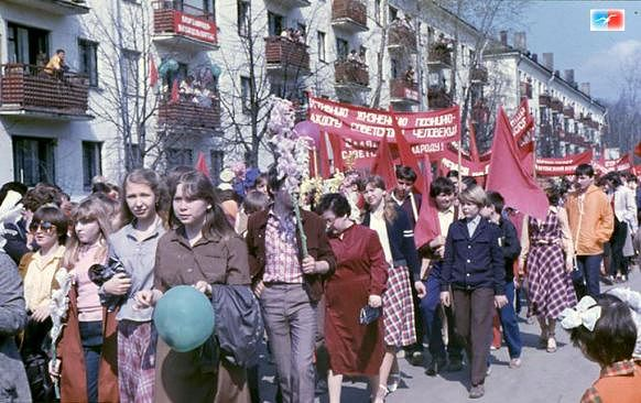 В этом году исполняется ровно 100 лет с первой в красноярске официальной первомайской демонстрации
