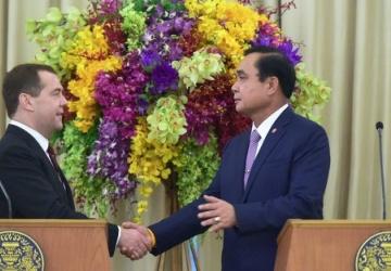 Таиланд уходит с политическо…