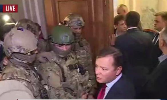 В Раду зашли вооруженные автоматчики: возможна массовая зачистка партии Олега Ляшко
