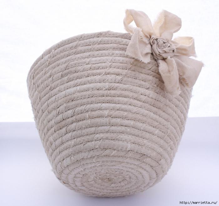 Корзинки, вазочки и коврик из лоскутков и бельевой веревки (19) (700x659, 298Kb)