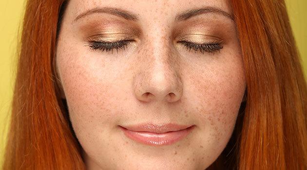 Главный тренд осени: золотые тени для блондинки, брюнетки и рыжей