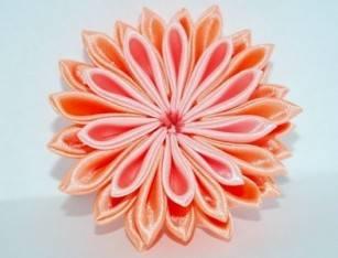 Объемный цветок из атласной ленты (канзаши)