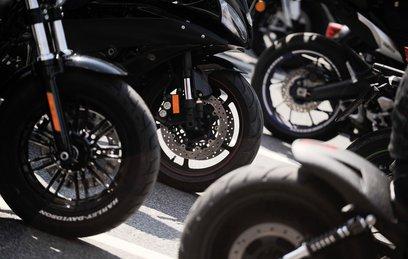 ЕС принял решение о вводе пошлин на джинсы и мотоциклы из США