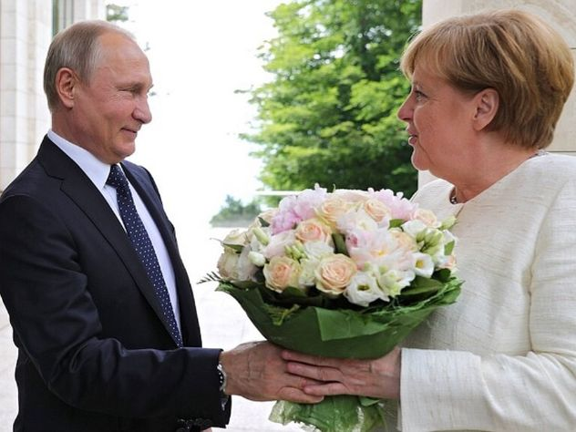 Какие цветы Владимир Путин дарит женщинам, и сколько они стоят