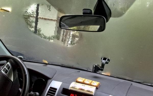 Почему потеют стекла в машине? Причины и решения