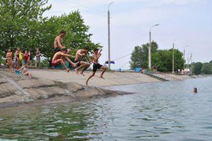 Городской бассейн готовят к началу купального сезона