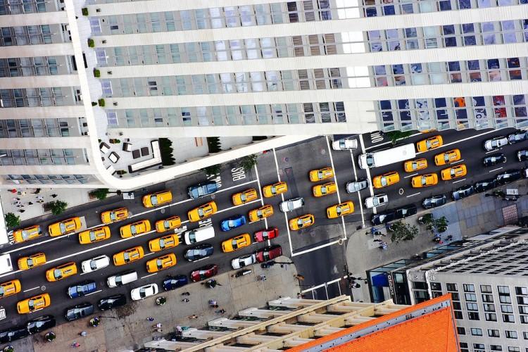 Русская служба новостей разыгрывает сертификаты на бесплатные поездки на такси