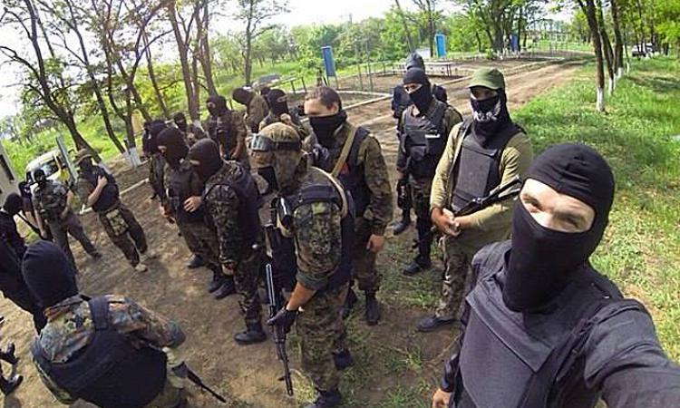 Шестьсот боевиков «Азова» заняли территорию школы в Мариуполе