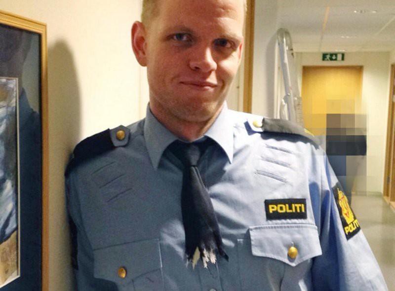 20. Этот полицейский умудрился застрять галстуком в шреддере. галстуки, странные люди