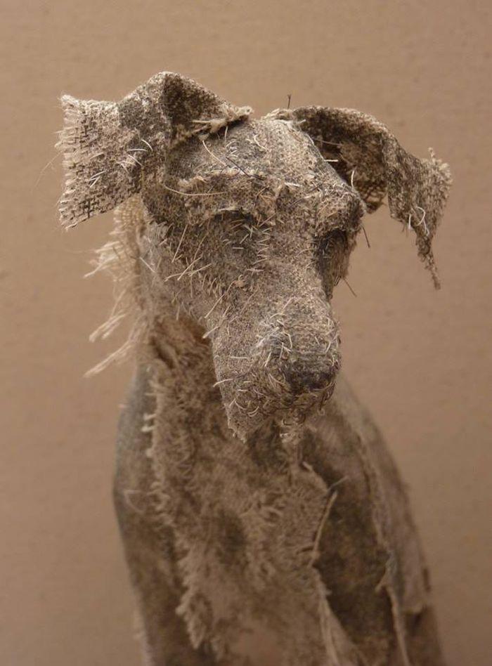 Интересный вид искусства. Собаки из… старых тряпок