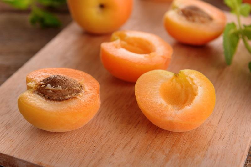 Полезные свойства абрикосовых косточек
