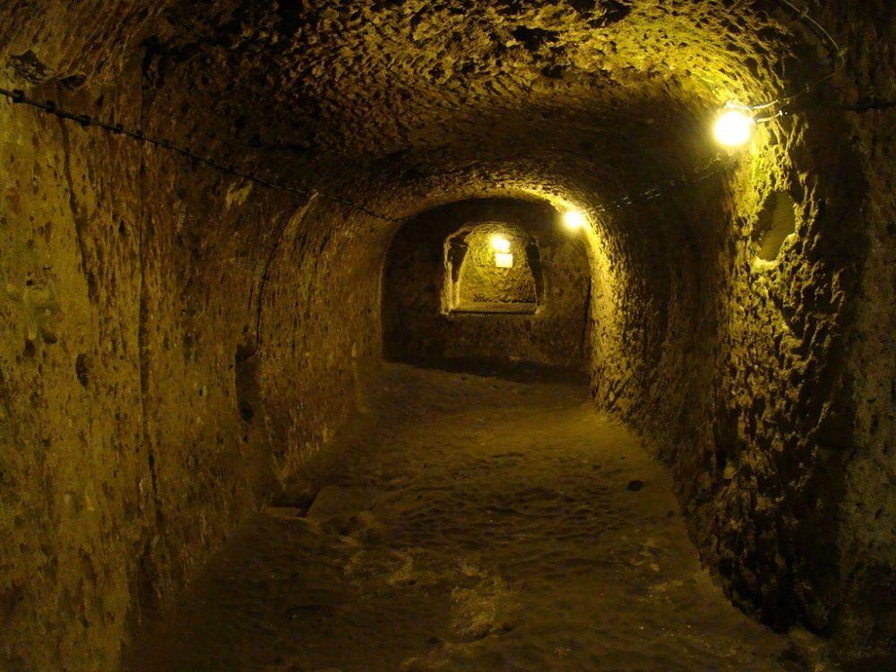 Удивительное открытие: мужчина, делая ремонт, нашел огромный подземный город