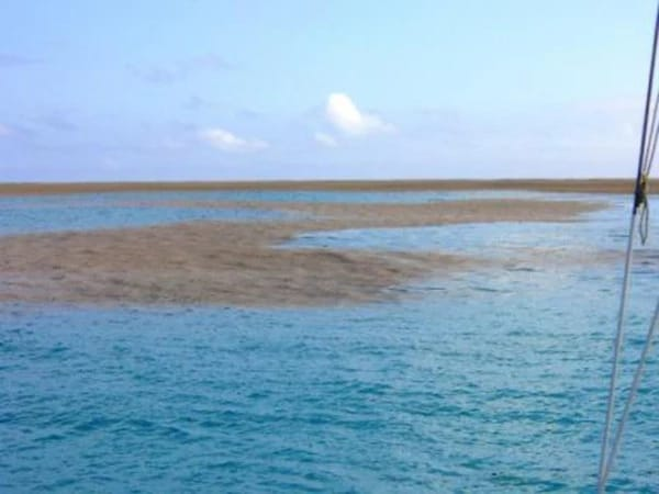 Они заплыли в странное пятно посреди океана. Спустя пару минут произошло нечто невероятное!