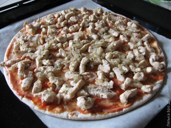 Пицца с курицей и моцареллой