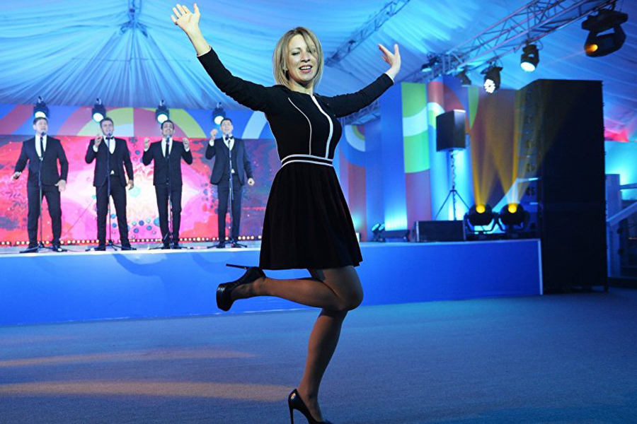 Мария Захарова в мини-юбке.Ч…