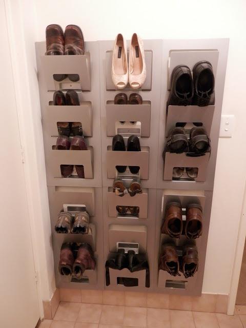 Полка для обуви из журнальных IKEA