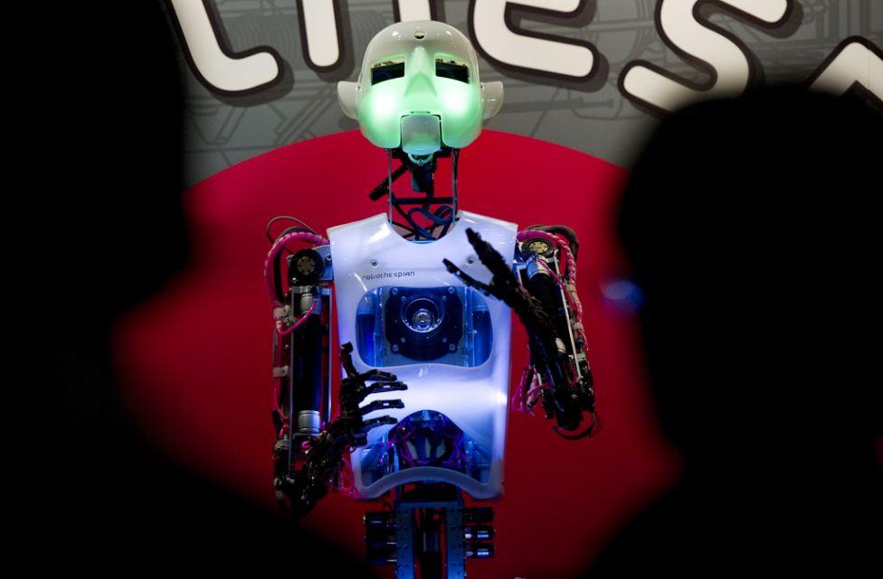 2153 Стирая границу между роботом и человеком