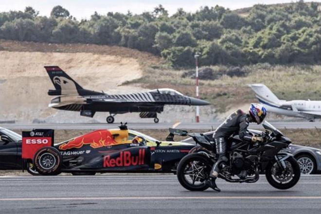 Супербайк против самолета, Tesla и гоночного болида: кто быстрее