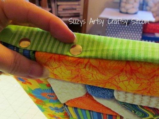 закрепляем края ткани при помощи мебельных гвоздей