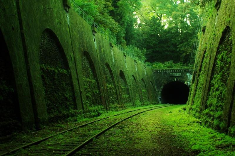 13. Заброшенный железнодорожный тоннель во Франции. наш мир, удивительные фотографии