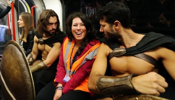 300 спартанцев в лондонском метро — крутейший флешмоб