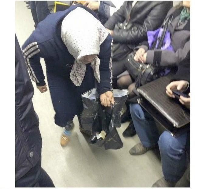 Внезапно Разоблачение, бабушка, киев, метро