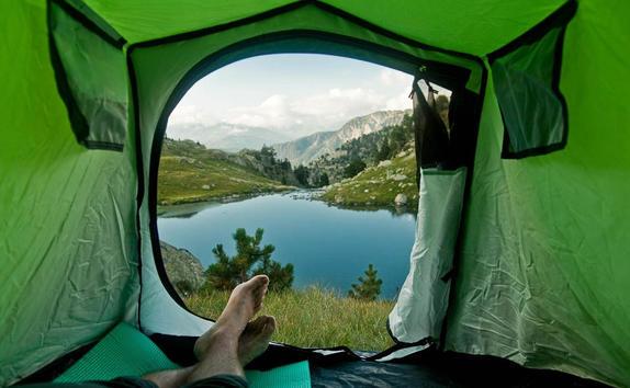 Выглядывая из палатки - такими головокружительными видами может любоваться только походник!