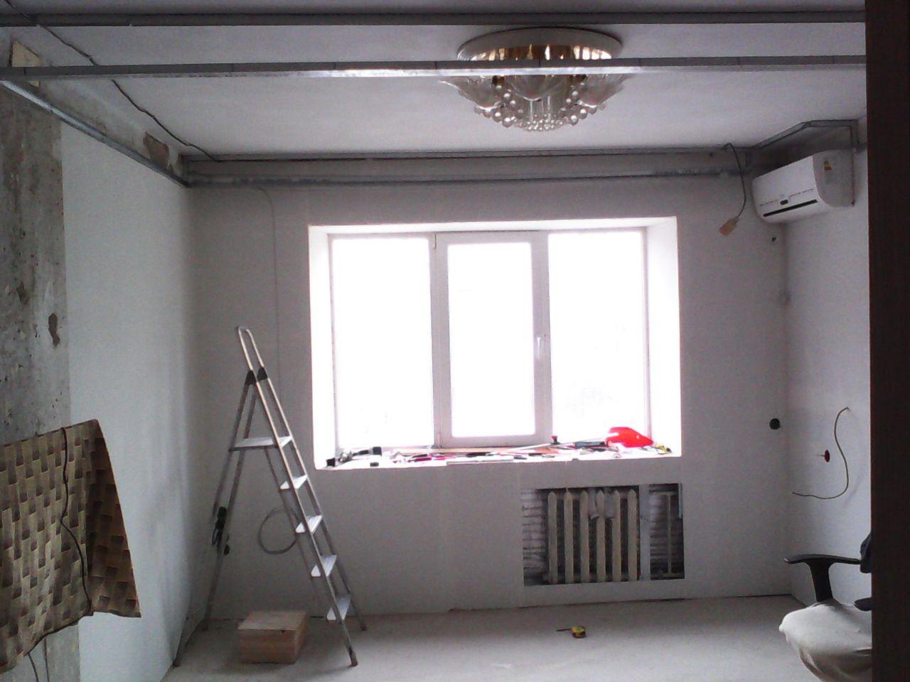 Уже наклеили рогожку, и готовим каркас под установку потолочных панелей. ремонт, рукожопие, японский стиль