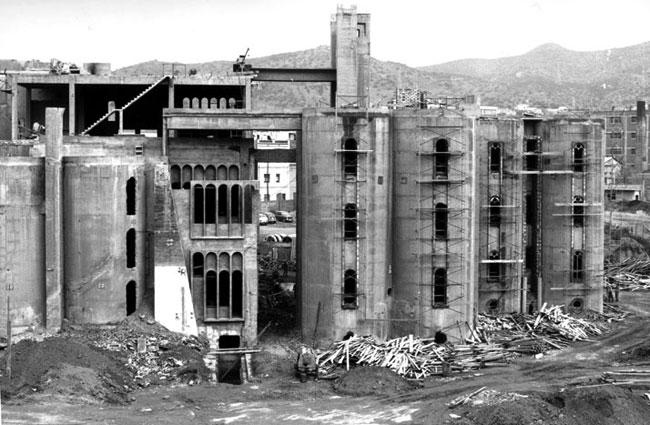 Дворец в заброшенном цементном заводе