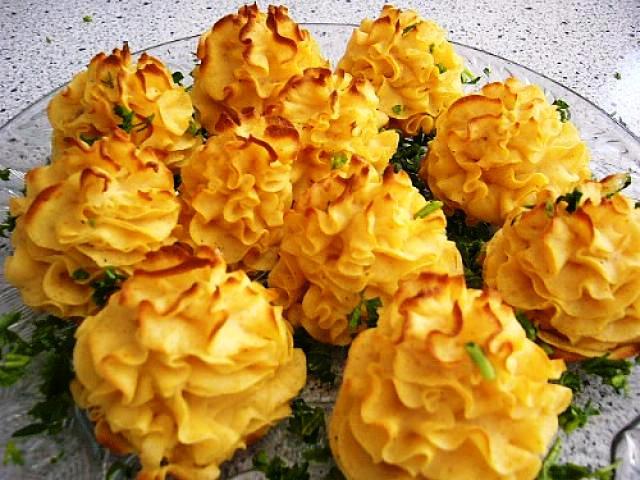 Картофельные розочки: как придать любому блюду изюминку