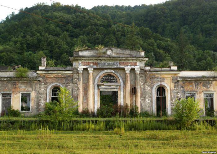 Полуразрушенная Абхазия: 20 правдивых и пронзительных фотографий