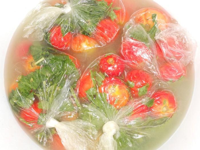 Солим помидоры в пакетах
