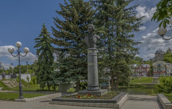 Памятник архитектору Н.А.Львову