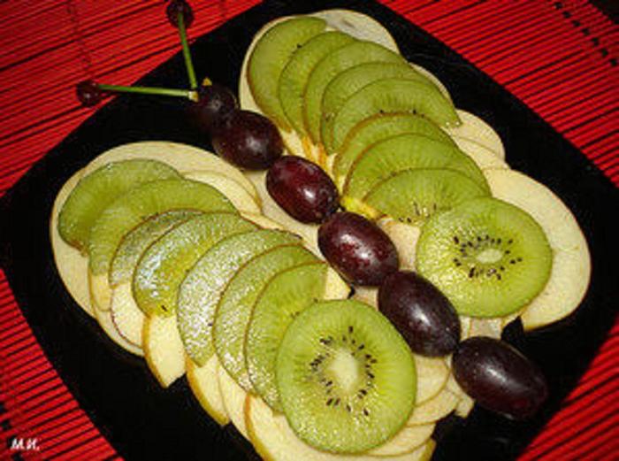 Как красиво сделать нарезку фруктов и мясную