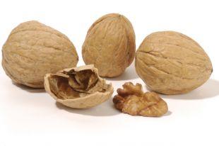 Наладим стул. Яблоки, горох и грецкие орехи помогут избавиться от запоров