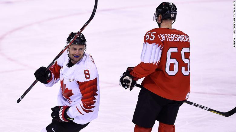 Канадский хоккеист выступил …