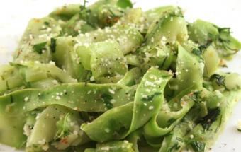 Кабачки с чесноком и зеленью