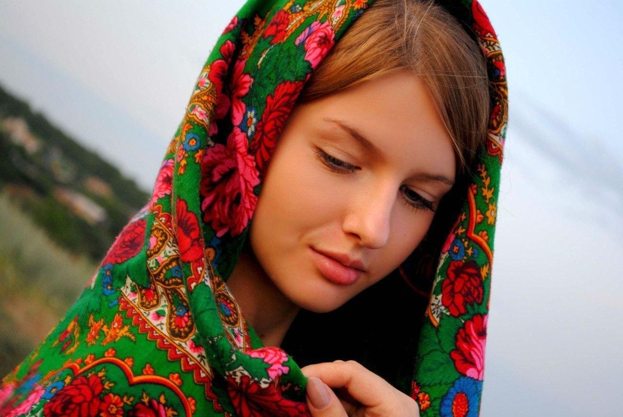 Связанные девушки платками 13 фотография