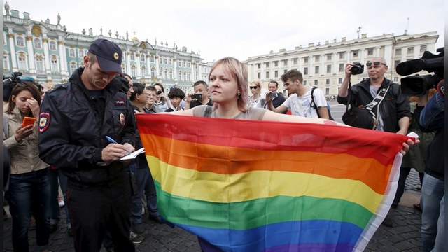 Washington Post: Российским геям могут запретить держаться за руки