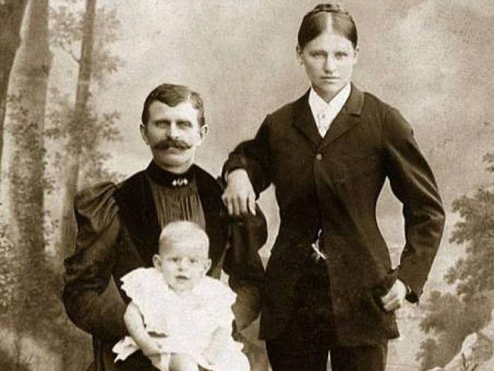 Нестандартное семейное фото 19 века.
