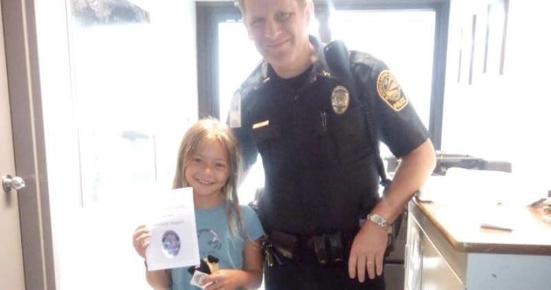 Полицейские вернули девочке плюшевого щенка и подарили книжку о его приключениях