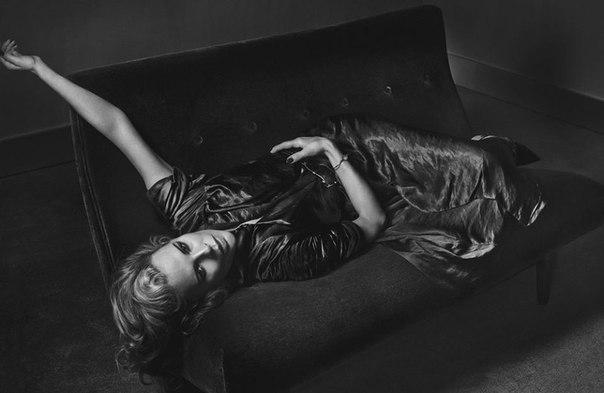 Неувядающая красота 60-летней Ким Бейсингер.