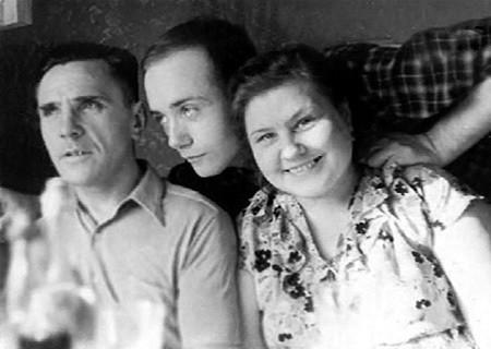 Леонид Вячеславович с родителями ,середина пятидесятых годов Актеры СССР и России, факты