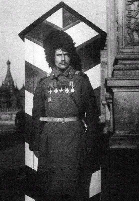 Это вам не кордебалетные войска Кремлевских курсантов!