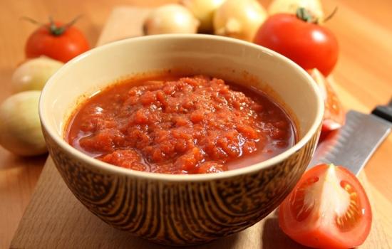 Аджика из помидоров без чеснока на зиму: запасай, не пожалеешь!  Разнообразные рецепты аджики из помидоров без чеснока на зиму
