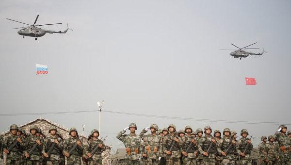 """Российские военные прибыли на учения """"Мирная миссия 2014"""" в КНР"""