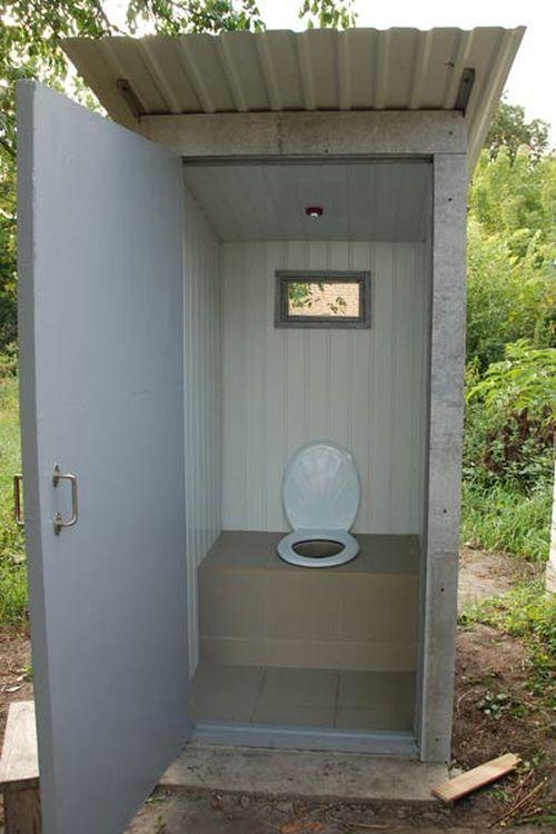 Туалет на даче с подручных материалов